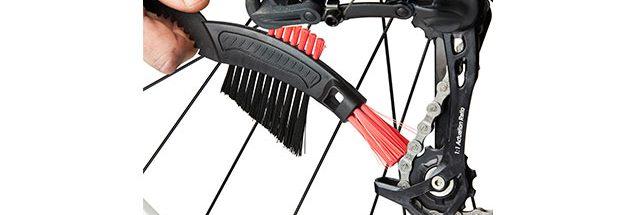 Como limpar a bike com escova