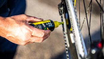 Lubrifique a corrente depois de limpar a bike