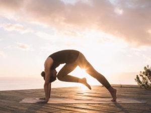 conheça os benefícios físicos da Vinyasa Yoga