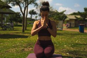 O Hatha Yoga é umas dos estilos que você pode escolher para praticar Yoga
